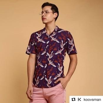 #Repost @koovsman (@get_repost) ・・・ Going Cuban this summer 🌴🛵  . #CubanCollars #SummerPrints #Summer #StreetStyle #VacayStyle #Glasses #Frames #StepIntoKOOVS #KOOVSMAN #KOOVS