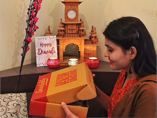 Diwali is on the way, So I thought of filling up my feed with Diwali Ideas, Decor Ideas, Outfits and Gift hampers. Starting with the favourite one ✨ Everyone thinks of something new to gift on Diwali to friends, family and colleagues ; So @snackible introduced me to the healthy and tasty Diwali hamper which is super reasonable and pretty to gift your people. Checkout my stories & highlight section to see the unboxing of @snackible Diwali hamper ✨😍 . . . Have a happy and safe Diwali ❤️🔥 . . #fashion #lifestyle #diwali #hamper #gift #happydiwali #jaipur #mumbai #pune #delhi #ny #india #sweets #healthy #food #tasty #glutenfree #bhukkadfam #mytaste2k18 #fabebg #treasuremuse #snackible 🤗✨ #roposo #roposolove #roposo-style #roposo-makeupandfashiondiaries #roposogood