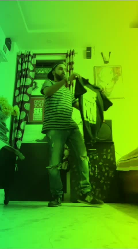 seedha seedha seedha sock dete hum 😎  @pumaindia   #puma #pumasocks #sockthem #anthem #roposo #roposovideo #roposoeffects