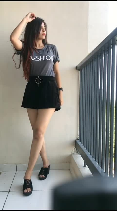 what a chal😍😍😘 #hot-hot-hot #sexylegs #roposo-beats #sexy-look #super-sexy #beauty #ropo-beauty #gabru_channel #roposo-wow