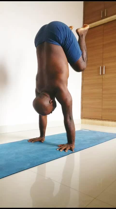 Core Stability work with Bakasana  . . . . #yogainspiration #yoga4roposo #yogainstructor #yogawithsamrat #yogaeveryday #yogafitness #yogastrong