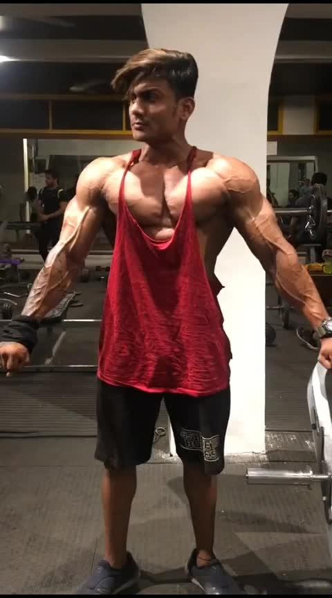 gym body😍😘😍😘 #gymfreak #bodybuilding #gabru_channel #haha-tv #roposo-beats #goodlifefeelgood #roposo-wow