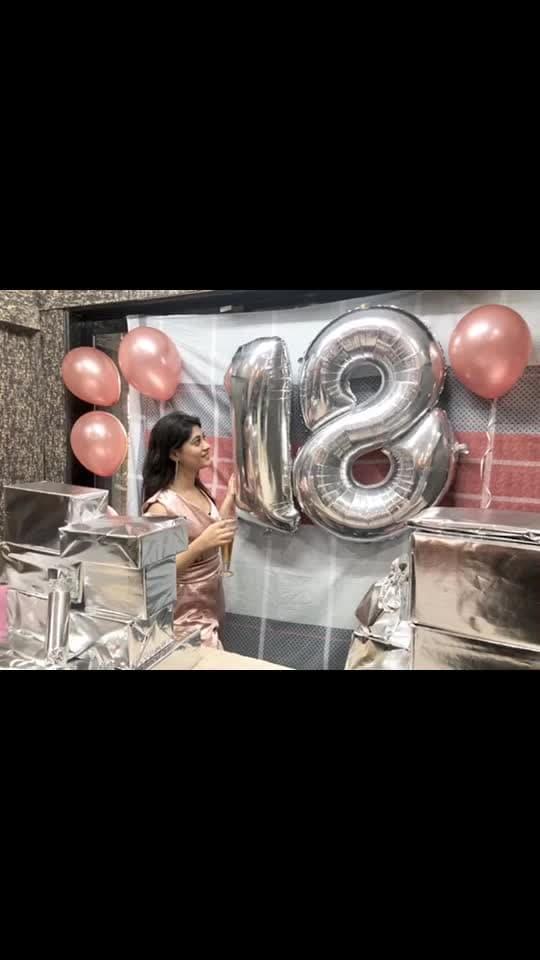 #18 #birthday #surprise #sisters #birthday #18 #gifts #cake #champaign #boxofmemories #18yearsofbeingfabulous 💥✨
