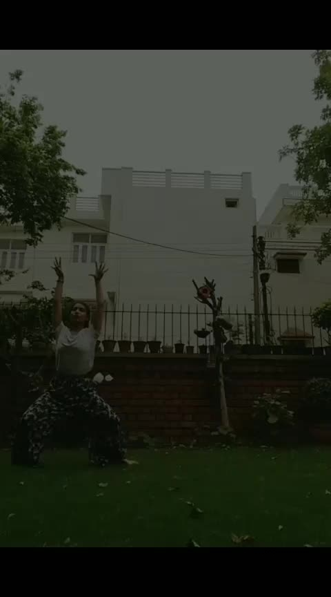 #freestyle  #roposo-dance  #roposodancer  #cartwheel #chilling #chillscenes