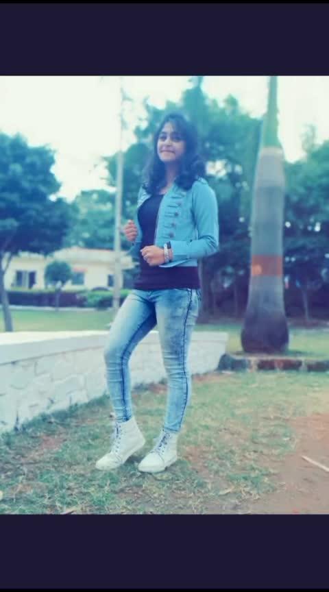 तुझ्या तीन गोष्टी डायरेक्ट माझ्या हृदयावर वार करते 😉😉😉😉❤️ #swag  #picture #pictureoftheday #hawa #marathistatus #ropo-marathi #marathi #marathi-culture #attitudestatus #attitudekiller #maxidress