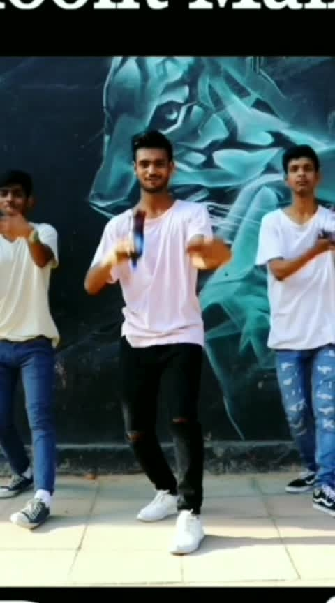 Dancing with Pepsi's bottle. 🍾 Har Ghoont Mein Swag. 🤘  #pepsi #so-ro-po-so #roposo #roposo-rising-star-rapsong-roposo #-----roposo #risingstar #beats #roposo-beats #dance #roposo-dance #roposodaily #tigershroff #badshah #dishapatani
