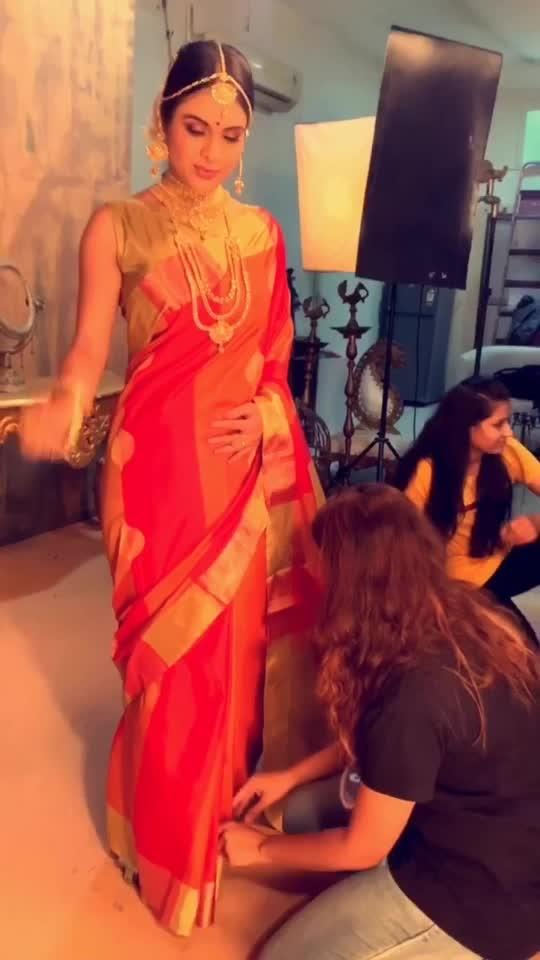 Team work Behind the scene ♥️😍😍 : :  #teamwork #shootteam #shooting #photoshoot #tollywood #pollywood #random #bts #tiktok #sareeshoot #desilook #desigirl #indianbeauty #sareelovers #bollywoodhot #sakhiyaan #sakhiyaangirl #merewalisardarni #nehamalik #model #actor #blogger  #instalike #instantpollywood #instalike #instavideo #instalove