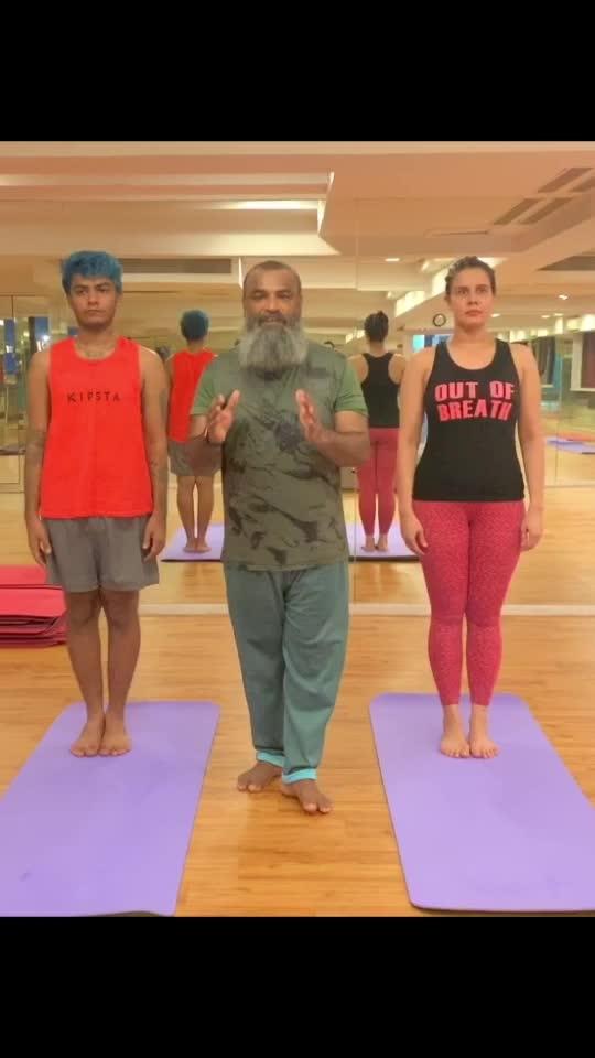 Half Moon Pose #yoga#yogaflow#yogagurumansoorbaluch#halfmoonpose#nuagehotyoga