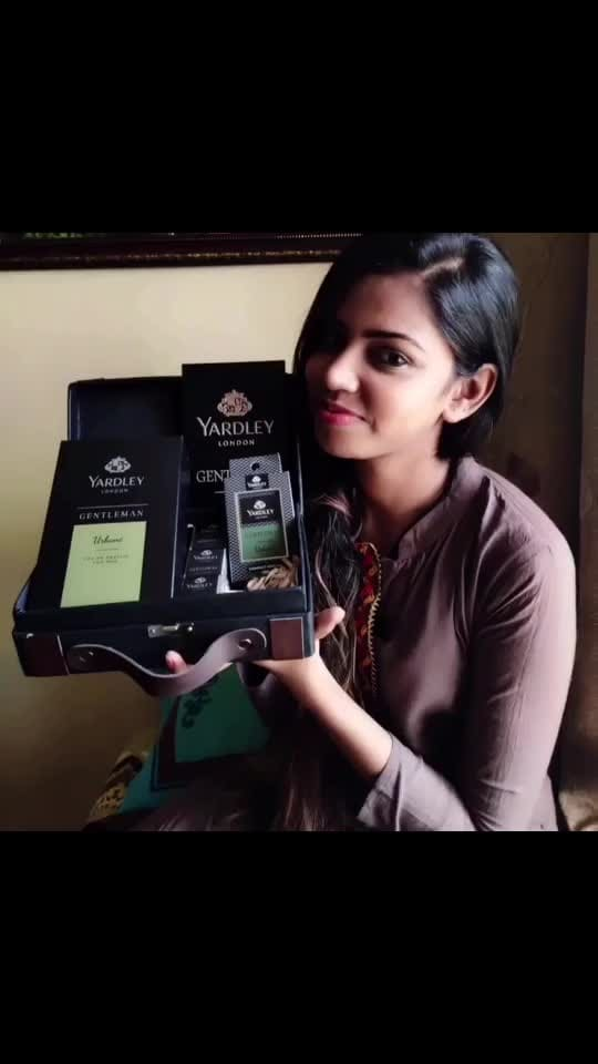 Recently I gifted to my father gentlemen perfume from @myyardley and he was so impressed with it. So I thought to share his experience! As the Yardley Classic Gentleman collection has a fragrance that is interlaced between floral notes and luxurious sandalwood musk while the Yardley Urbane collection creates a perfect blend of vigor and flamboyance for the man of the family.  _ #thesnazzydiva #devkidhuria #devkidhuriaXmyyardley #Yardleylondon #YardleyOfLondon#YardleyPerfume #GiftsForHim  #Gift #Giftbox #GiftsForMen  #Fragrance #GiftIdea  #FragranceofFlamboyance #Perfumes #PerfumeCollection #Perfumery #PerfumeAddict #BodyFragrance #ScentOfTheDay #PerfumeIdeas #YardleyExperience  #BathAndBody #IndulgeYourSkin #EnglishPerfumes #ScentOfTheNight #roposo #soroposo #roposolove #soroposolove #roposolove #roposoperfume