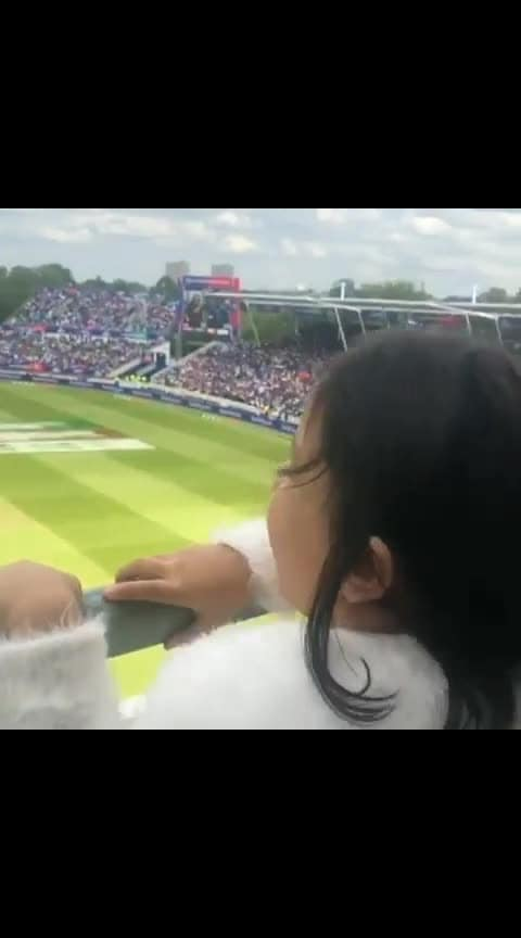 dhoni daughter cheering 😍😍