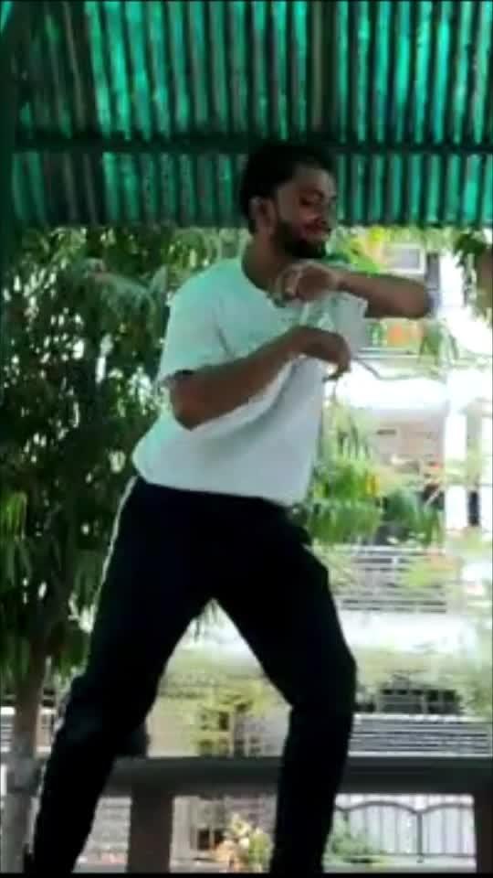 Freestyle with homies  @one_think_crew  artists @frenchkiwijuice #dance #yogeshyadav #onethinkcrew 😊