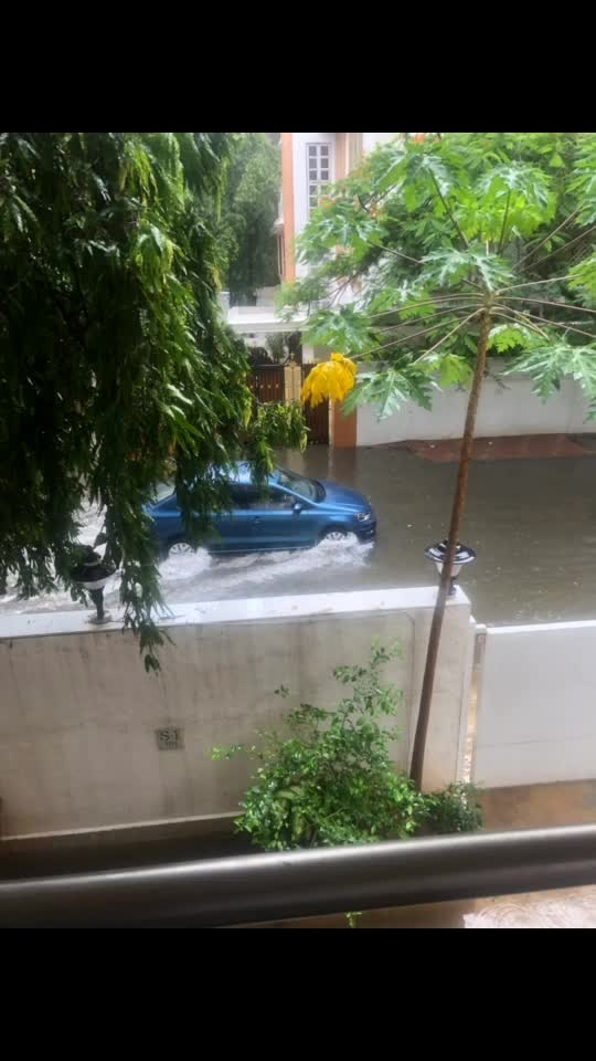 Can't take the car 🚗 out... Time to remove the boat 🚣♀️ I guess... That's the scene outside my house..   #rains #mumbai #mumbairains #flood #flooding #boat #boatparty #sandipsoparrkar #behome #howtotravel #scary #floods #flood2019 #mumbaidancers #mumbaidreams #livingthelife #repost #instagram #instaflood #floodstory #whattodo #boatride #roposoflood