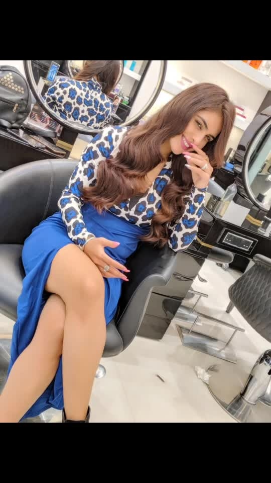 So no more blonde golden hair ... back to natural dark brown colour ♥️♥️♥️ Simply loving the natural look of my hair 💗💗💗 : : Guys must visit HERMOSA SALON & SPA for all kind of beauty services , use my code HERMOSA_NEHA to get amazing discounts.... 😍😍 : #hermosasalonandspa #newhaircolour #haircolour #goodhairday #salontime #salon #hairstyles #hairdo #beauty #randomclicks #randomvideo #sakhiyaangirl #merewalisardarni #nehamalik #model #actor #blogger #instantpollywood #instantbollywood #instagood #instafollow #xoxo