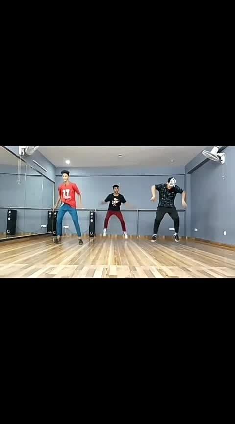 #roposo-dance  #like4like #l4l  #comment4comment  #c4c