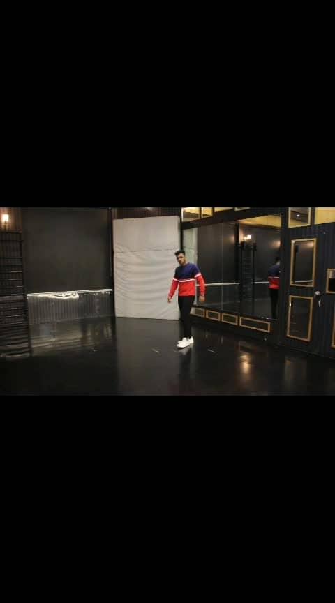 Slowmotion❤ #kaushikjadav  #KaushikJadavChoreography #KaushikJadavDance #salmankhan #katrinakaif  #bharat  #dishapatani  #dance  #roposo-dancer  #dancevideo  #dancelife  #dancelove  #youtuber  #choreographer  #love  #art  #artist  #entertainer  #roposodance #roposo #roposodancing #roposofamous #bollywood #bollywooddance #bollyhop #hiphop #roposo-bollywood #hip-hop #ropo-style #styling #dancestudio #danceshoes #shoes #whiteshoes #WorldDanceSchool #dancedancedance #fashion #flexible #flexibility #lovebollywood #amazing-video #best #video #ropovideo #featureme #feature #featurethisvideo #foryou #foryoupage #roposo-foryou