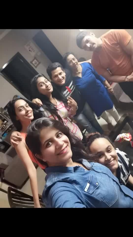 When friends come over for chai n more 😘😘😘 What a great time we had @mellupais @paismel24 @jo_ajwani @chirag_dilip_shah @iaishwaryaprasad @utkarsha92 @mayureshwadkar u guys r rockstars 🤣🤣🤣 @sheetalmaulik @mangesh_desai @akshaylaxman u guys were missed #gettogether #chaitime #chainmore #mastitime #home #friends #bestfriends #whenfriendscomeover #mastitime #fununlimited