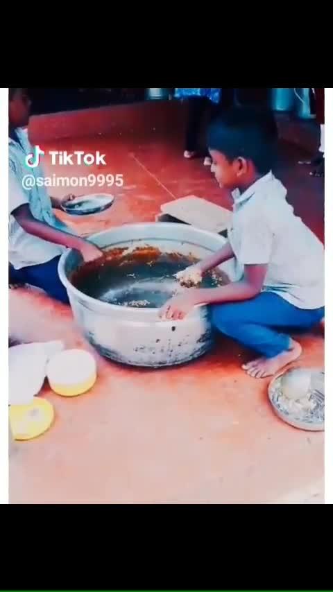 സ്കൂളിലെ ഉച്ചയൂണ് സമയം 😍😘😘😘😘 മറക്കാൻ പറ്റുവോ ഇതൊക്കെ 😃😅😍😍😘😘😘😘🤩🤩😘😘😘 #school #food #nostalgia #love