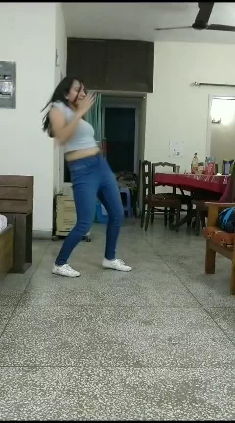 #hauli_hauli #dance #roposo-trending #bolllywood
