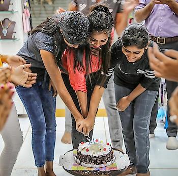 Anuradha Art Jewellery Celebrates Employees Birthday.  . . . . . . . . . . . . #birthday #Birthdaycelebration  #OnePlusMirrorBlue