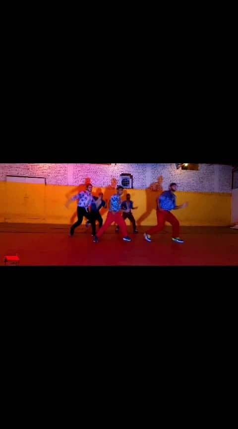 KHADKE GLASSY  Flyer Boyz  #yoyohoneysingh #khadke #glasses #honeysinghisback #roposo-dancers #roposo-famous #millionnaire #sizzableschoolofdance