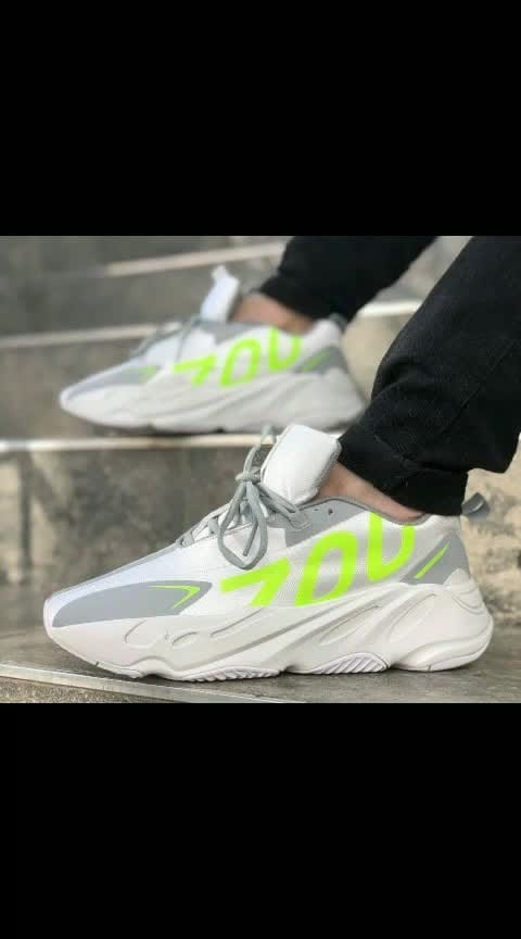 *ADIDAS YEEZY 700 VX IN STOCK😍😍*  Sizes - 41-45.  *PRICE - ₹2499+$hip ONLY*  With Adidas Blue Box.