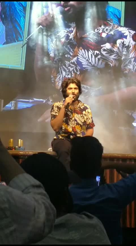 Vijay Devarakonda Kochi il vannappol ! 😍😍 #vijaydevarakonda #dearcomrade #dearcomradeteaser #promotion