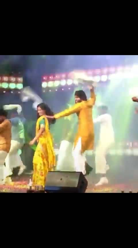 #vijay #vijayfansclub #vijaydevarakonda#rashmikamandanna #dear_friends#dance #loveness #music #musicfestival #tamil-music #kannadaactress #roposo-dance #rasmika_expressions #rakulpreetsingh#anupama #anupamaparameswaran #madhupole_peytha_mazhaye #fest #dorasani #priyankachopra #bollywoodcollection #telugu-roposo #telugu #enjoy #vijaydevarakonda_rashmikamandanna  #vijaydevarakondafc