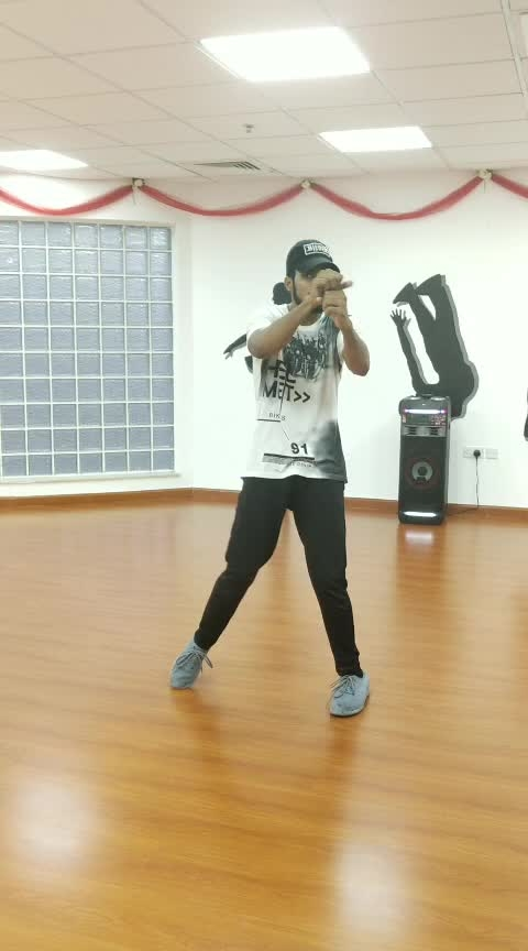 #rops-star #roposo-dance #freestyledance #poppingdance #featurethis