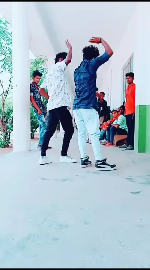 bloopers 😅😅😅thappu panitann 😅😅😅#bloopers #roposo-dance #lovedance #songlyrics #love #smile #roposo-lovestatus #new-song