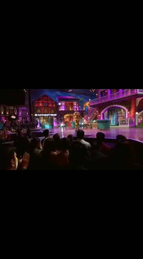Here is my performance of #ChaleAana on #TheKapiISharmaShow! but just look at the love on @Amaal_Mallik's face.. best brother ever!! 🥰  @sonytvofficial @kapilsharma