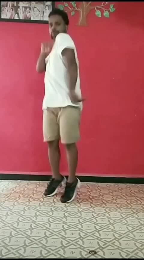 Khadke Glassy🕺🕺 #roposo #roposostar #risingstar #roposo-dance #roposodance #dance #khadkegillasi #yoyohoneysingh