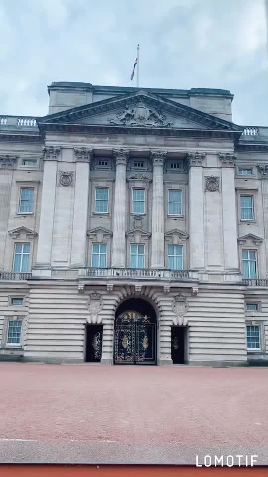 "Buckingham Palace.... ♥️♥️♥️ : Outfit - @paparazzicloset  Use My code "" NEHA15 ""to get 15% off 🤩 : #london #buckinghampalace #touristy #tourism #londontravelwithnehamalik #feelingblue #bluesuit #formaldress #paparazzicloset #londontourism #travelwithme  #luxurytravel #luxurylifestyle #beauty #pollywood #pollywoodmovie #musafir #pollywoodartists #instantpollywood #instantbollywood #nehamalik #model #actor #blogger #instagram #instagood"