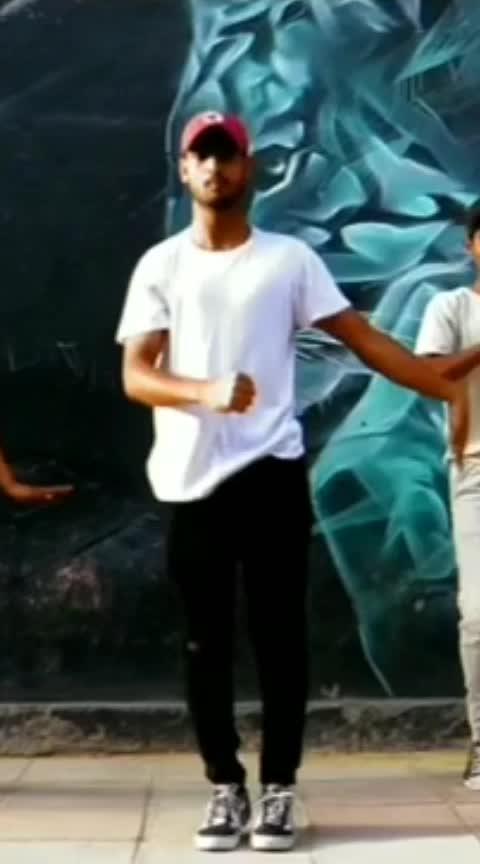 Dancing on beats.   #dance #roposo-dance #beats #roposo-beats #risingstar #-----roposo #roposo #roposo-rising-star-rapsong-roposo #roposodaily #roposoday #indian