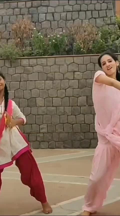 Koka dance video is out 😍💃. Check it out. #koka #badshah #sonakshisinha #bollywood #dance #dancevideo #roposo-dancer #roposo-dance #roposoness #roposo-good #roposo-foryou #foryourpage