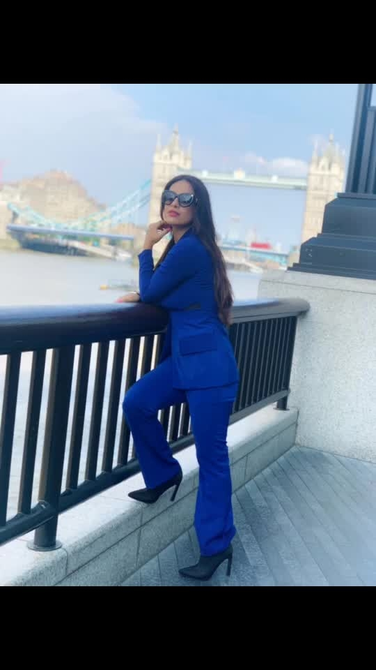 "Love from the London Bridge 🌉 ♥️♥️😍😍 : Outfit - @paparazzicloset  Use My code "" NEHA15 ""to get 15% off 🤩 : #london #londonbridge  #londontourism #londontravelwithnehamalik #bluesuit #paparazzicloset #travelwithme #londonride #pollywood #pollywoodmovie #musafir #pollywoodartists #instantpollywood #instantbollywood #nehamalik #model #actor #blogger #instagram #instalike"