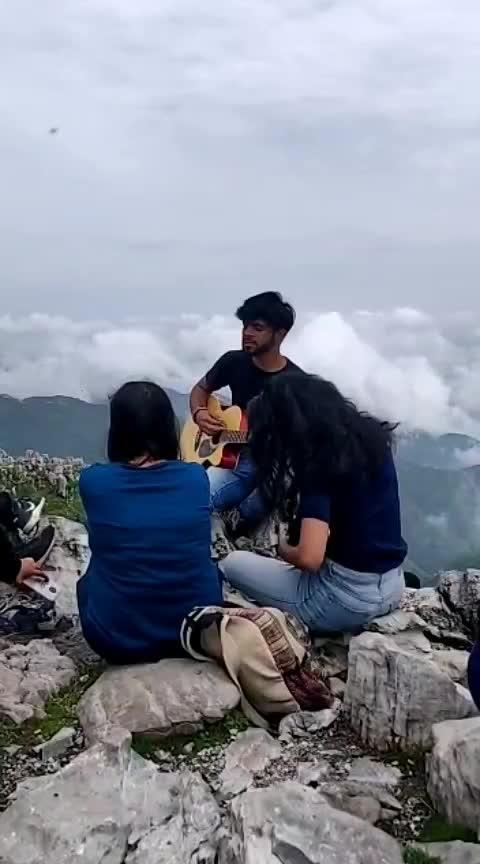 Pahadon par hi basta hoon❤️  #pahad #aajdinchadheya #guitar #nature #jamming #performance #livesinging #roposing #risingstar #creator #saifalikhan #deepikapadukone #loveaajkal