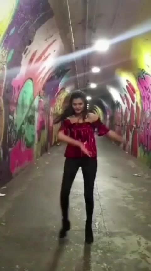 #instagramvideo #shemoveitlike #roposo-fun #roposo-dance #like