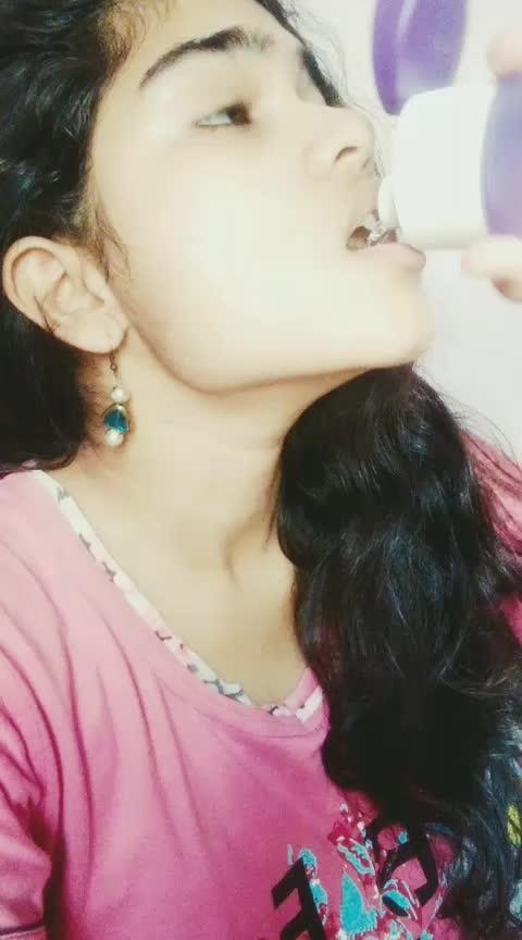 Kaisi karthi esse dosthi .. chaala kasth hei 😅😅 #vijaydevarakonda #rashmikamandanna #dearcomrade #telugu #featureme #featurethisvideo #dramebaaz #roposostar #roposo