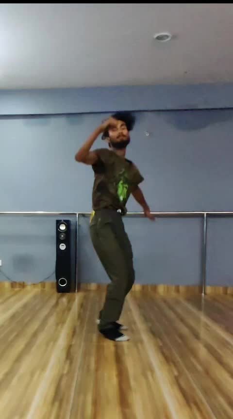 #stretching #challenge #roposo-dance #contemporary #swagstep #ballet #danceindiadance6 #danceplus4