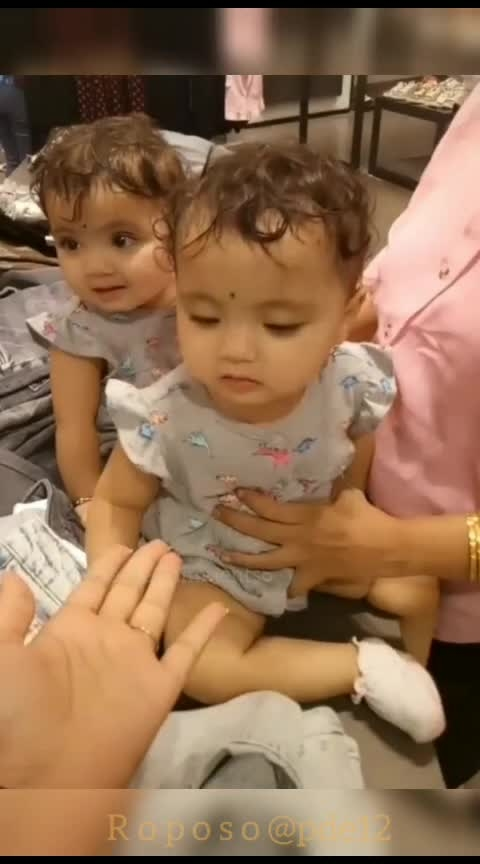 cuteness overloaded twins 😍😍#cuteness-overloaded #roposo-beauty #babies #love #attractive #teamroposo #morning #cutieness #twins #mesmerizing @pde12
