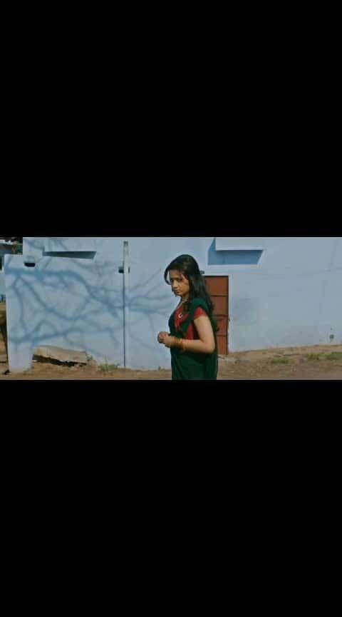 Dhanush trisha love status #dhanush #trisha #lovesong #lovestatus #tamillovesong #whatsappstatusvideo
