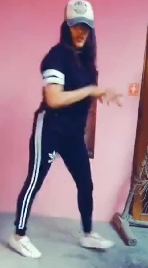 hookup🤩 #roposo-dance #dancelovers #risingstars #hookupsong #piyushbhagat #dance4life