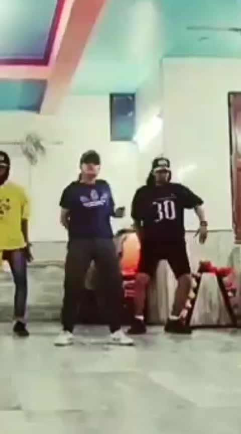 #raftaar #ropos #roposo #dance #roposo-dance #dance #hiphop #hiphopdance #roposoness #roposo-rising-star-rapsong-roposo #dancingstar