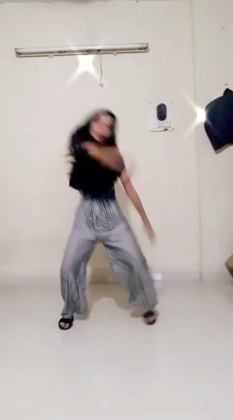 Wakra Swag ni #wakra_swag #beatschannel #roposostarchannel #risingstarschannel #talented #roposo-dancers @roposocontests @roposotalks @anshikagrover @fehmidababa