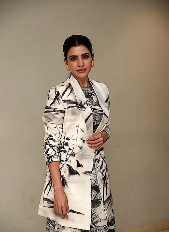 Samantha Akkineni stills at Evaru movie Teaser Launch https://southindianactress.in/telugu-actress/samantha-akkineni/samantha-akkineni-at-evaru-teaser-launch/  #samanthaakkineni #southindianactress #tollywood #teluguactress #indian #indianactress #indiangirl #actress #fashion #style #overcoat #whiteovercoat #beautifulgirl #beautifulactress