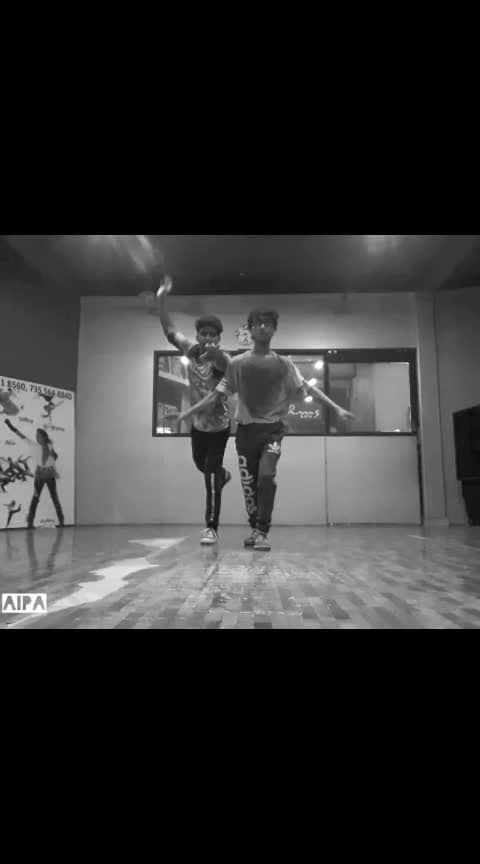 Alan Walker-On my way (freestyle) #ropo-love #ropo-video #onmyway #alanwalker #freestyle #freestyledance #tik-tok #dance #tutorial #roposo-dance #danceing #ropo-style #tiktokers #roposofilters #indian #rops-dance