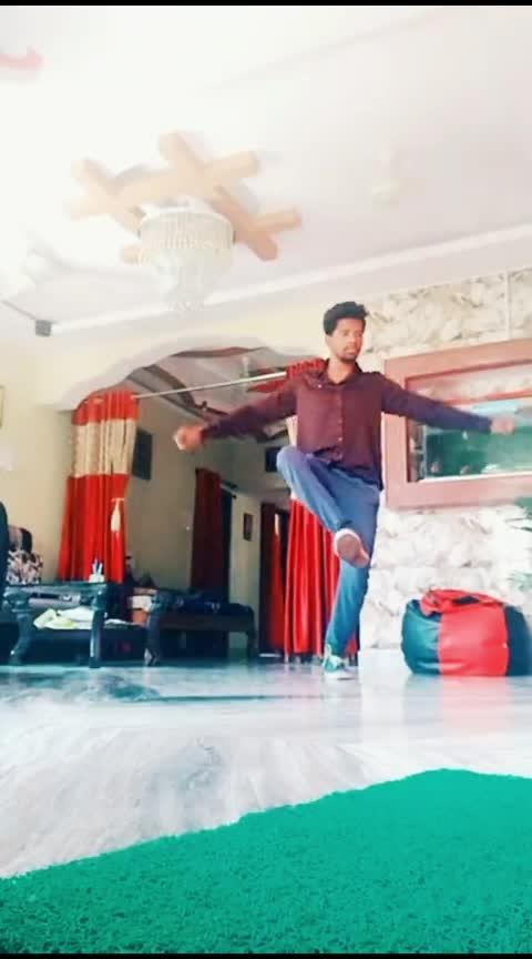 caption this 😅 #featureme #roposo-dancer #danceindia #dance #roposostar #roposo