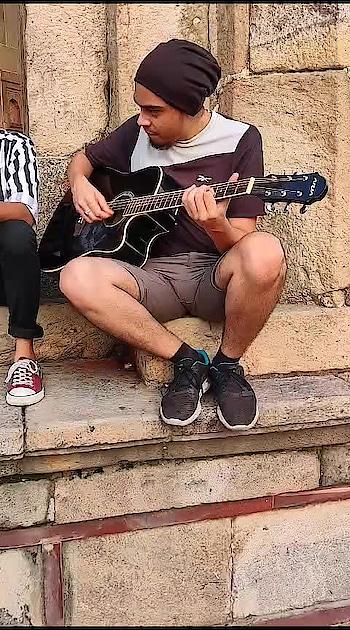 Jamming with my people 🎤🙏🏻  #jamminlive #guitarist #singers #roponess #roposing #roposers #kyahuaterawada #old-hindisong #rafisaab #kishorekumar #vocalist #risingstar