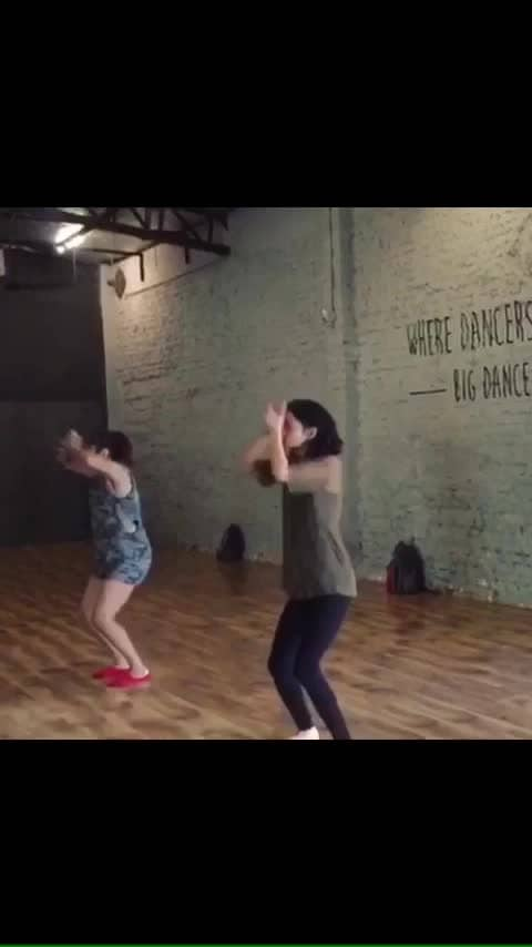 When you miss @ashnakatoch and her classes a lot!! ❤️❤️ The day when I was privileged to share the dancing space with her!! 😍😍   #paranoid #dancelove #dancevideo #contemporarydance #indianyoutuber #dancerforlife #bigdancecentre #dancersofinstagram