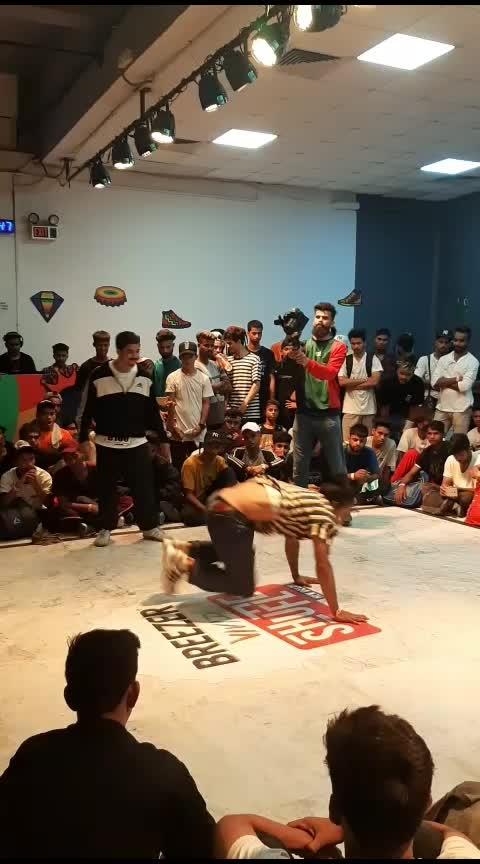 watch till end what a battle #roposo-dance #dancebattle #danceing #breezer #eventsindelhi